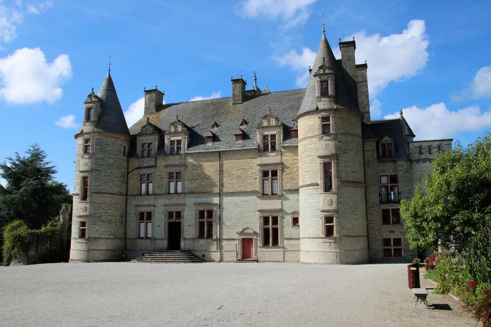 Le château des Ravalet.