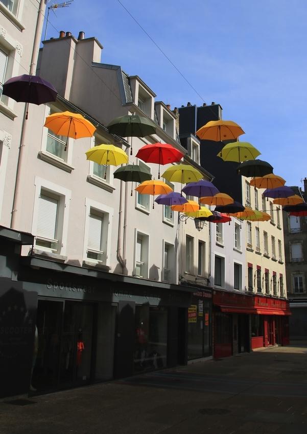 Un ciel couvert...de parapluies à Cherbourg