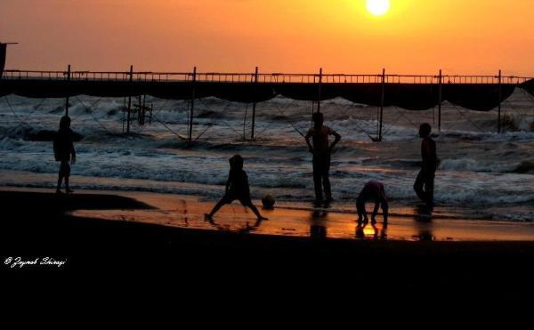 zeynab shirazi chiiikchiiik sea beach sun kids