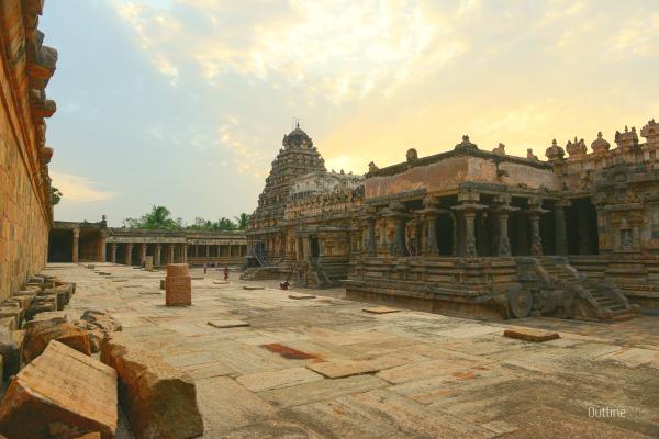 Airavadeswarar temple at dusk