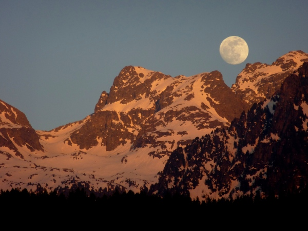 Moon on Belledonne