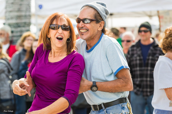 couple dancing at a farmers market in Florida