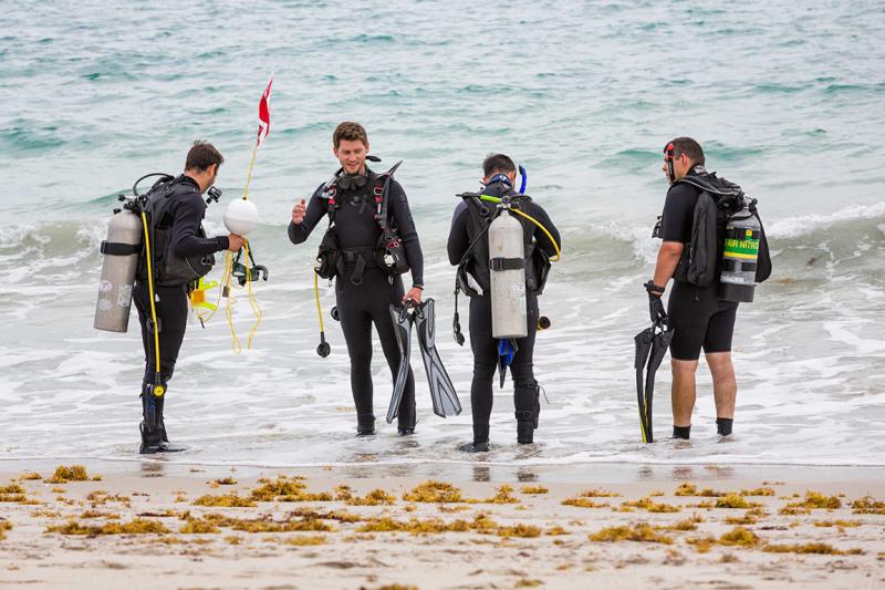 Scuba divers in Vero Beach FL