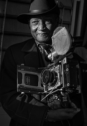 Luis Mendes, NYC street photographer with Speed Gr