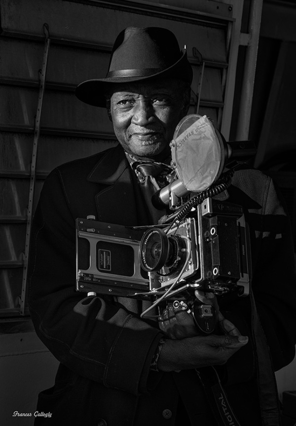 Portrait of street Photographer Luis Mendes