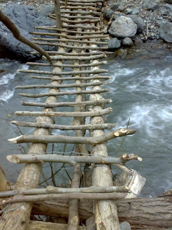 ترسناکترین پل چوبی