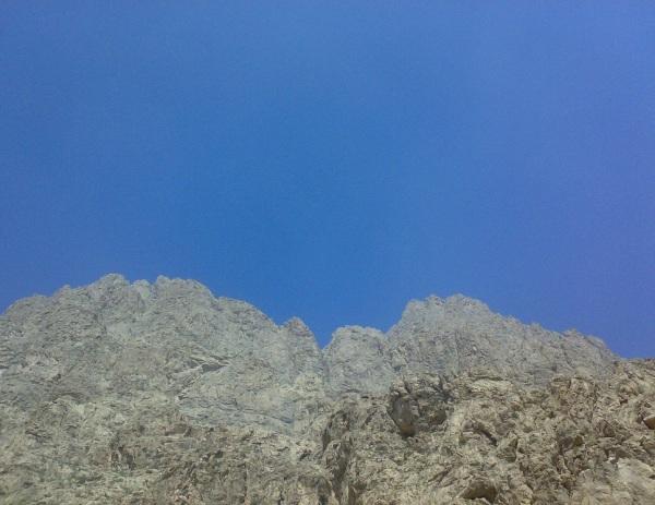 آسمان آبی کوه بیستون