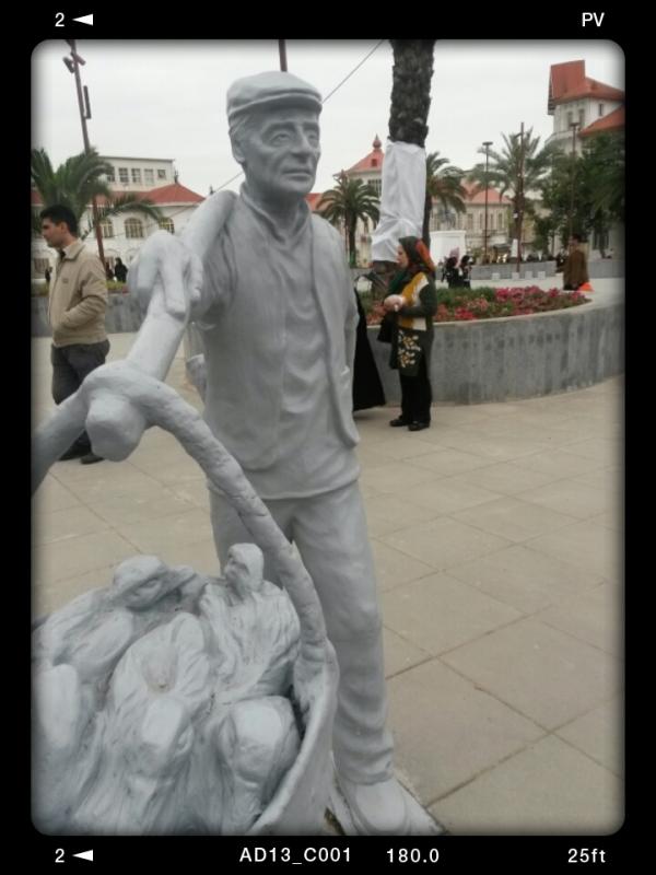 مجسمه مرد بازار مج