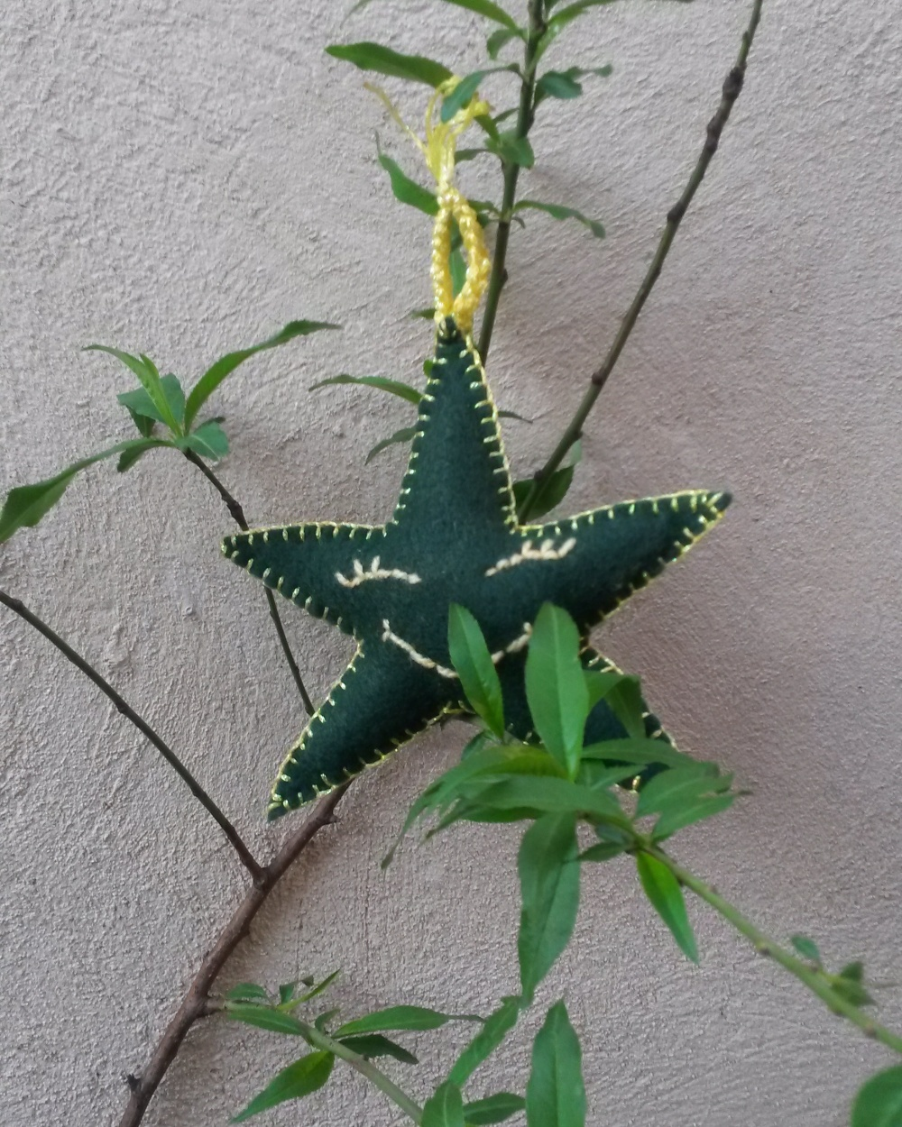 A green star smiling