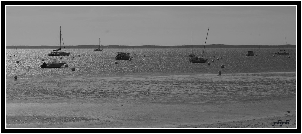 il y a le ciel, le soleil, et la mer.. les bateaux