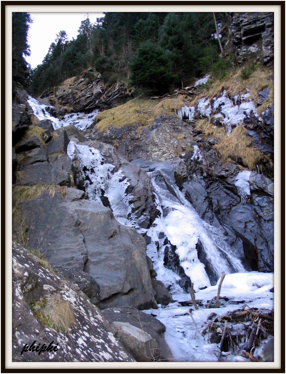la cascade du plat d'Arsouet ( st lary)