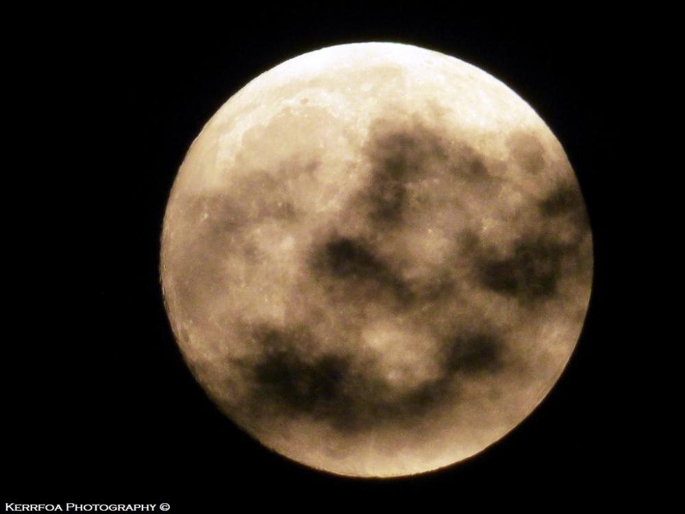 Un regard sur la lune