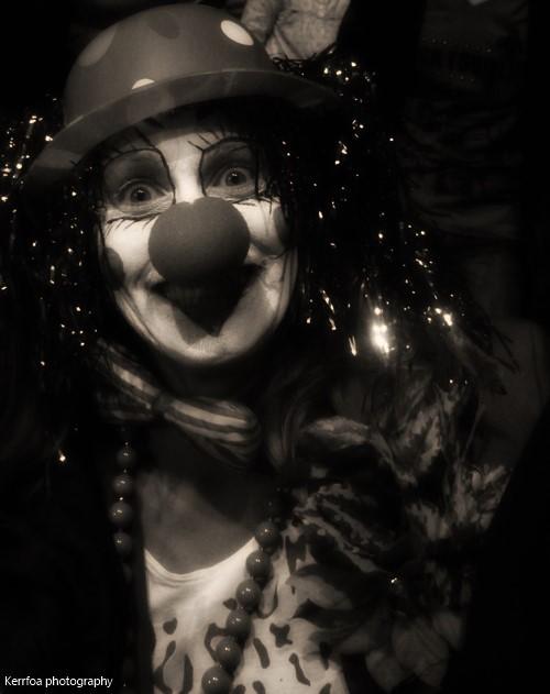 Un clown dans la foule :)