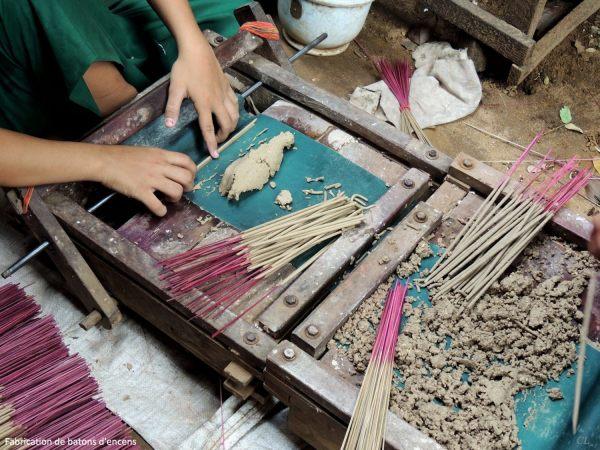 Myanmar Fabrication des bâtons d'encens81