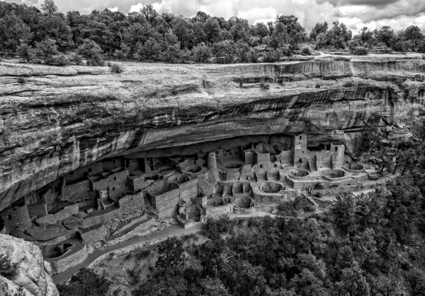 Cliff dwellers of Mesa Verde (BW)