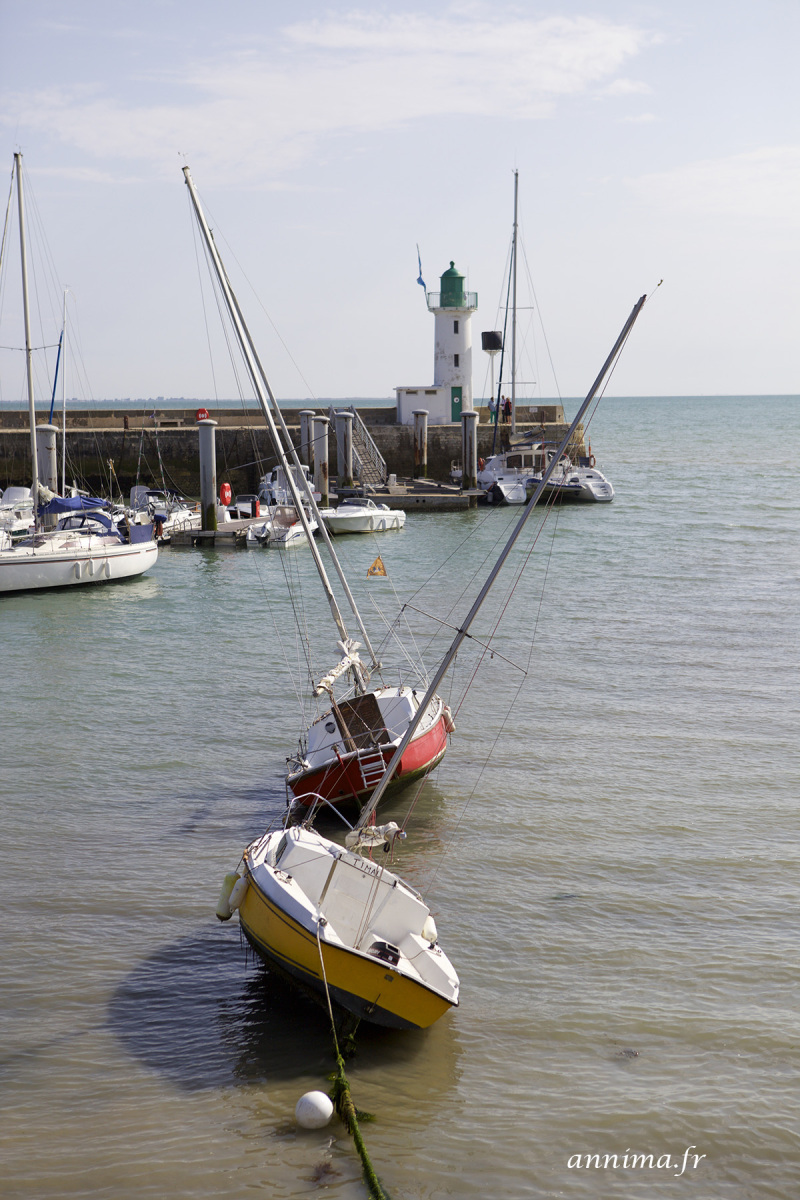 boats, lighthouse