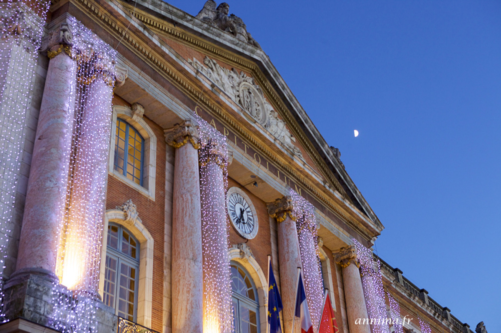 Capitole, Toulouse, Moon, blue hour, xmas