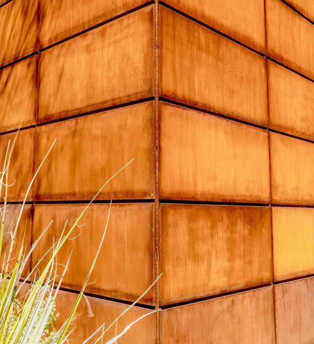 Steel-Wall Corner