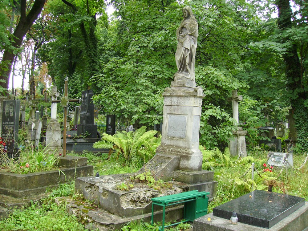 Old  burial  in  Lviv