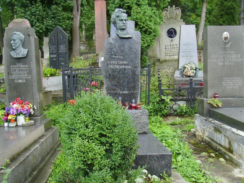 A  tomb  of  Grigoriy  Tutunnik  in  Lviv
