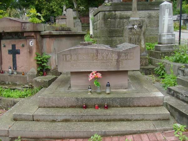 A  tomb  of  Iryna  Vilde  in  Lviv