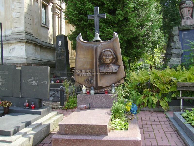 A  tomb  of  Roman  Fedoriv  in  Lviv