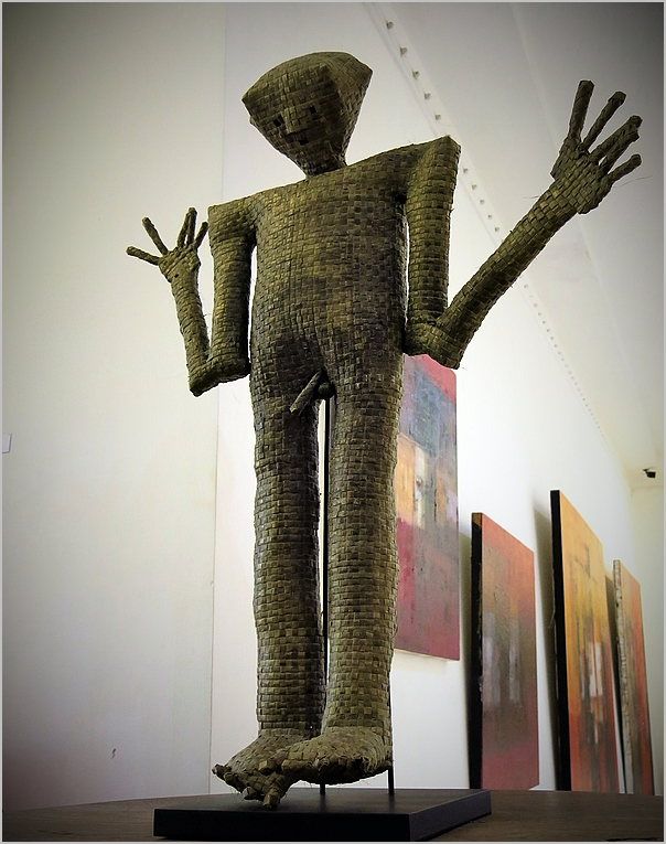 @ Tony Raka Gallery