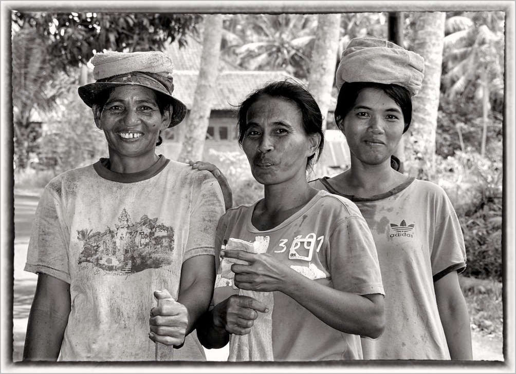 Women do the heavvy jobs in Bali