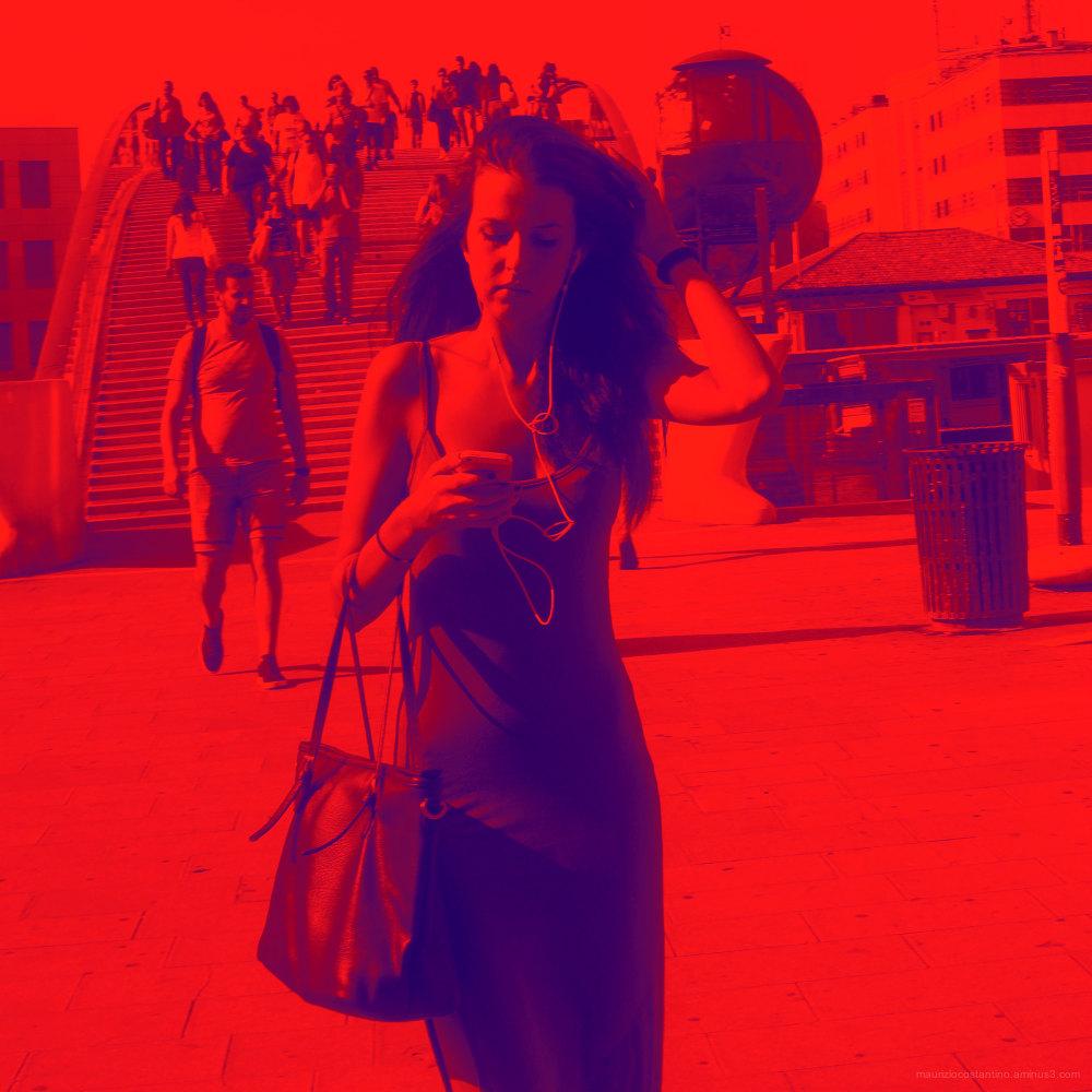 Alerte rouge avec femme inconnue, hommage à STEED