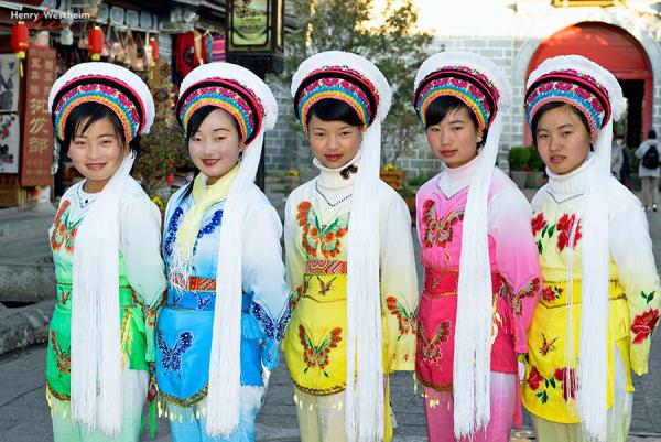 Bai ethnic minority girls, Dali, Yunnan, China