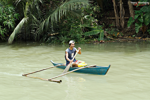 Philippines, Filipino man on Loboc River, Bohol