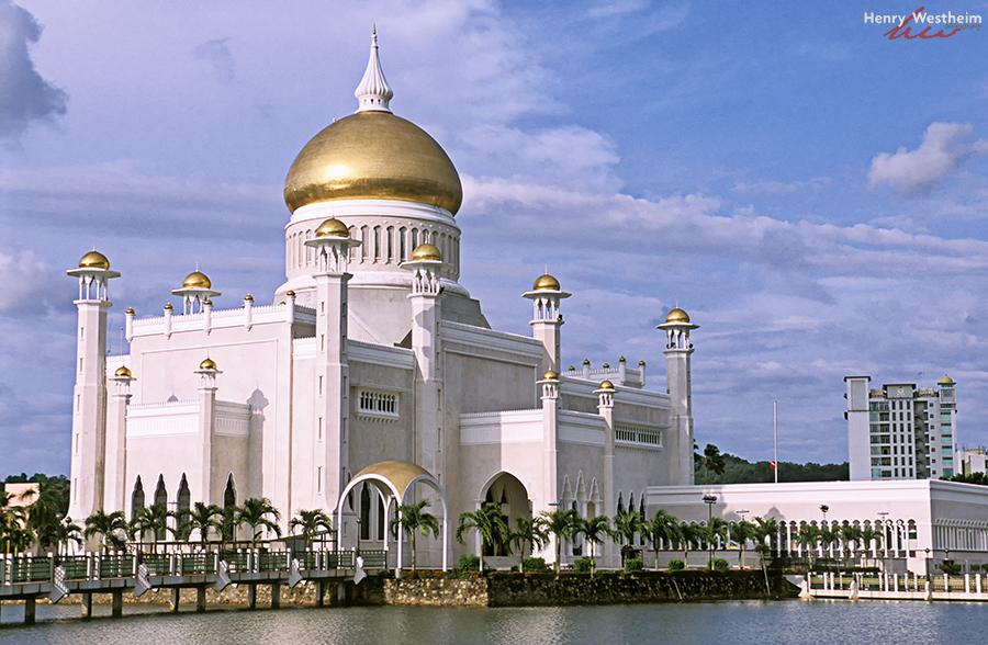 Omar Ali Saifuddien Mosque, BSB, Brunei