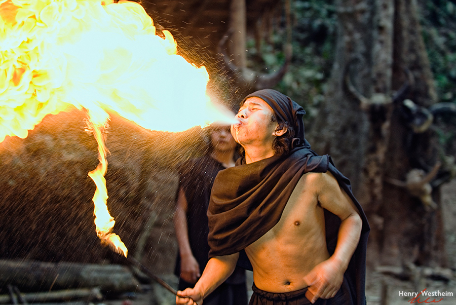 China, Jinuo man spitting fire, Xishuangbanna