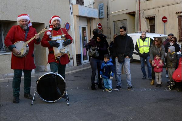 Gilet jaune ne croit plus la musique du Père Noël