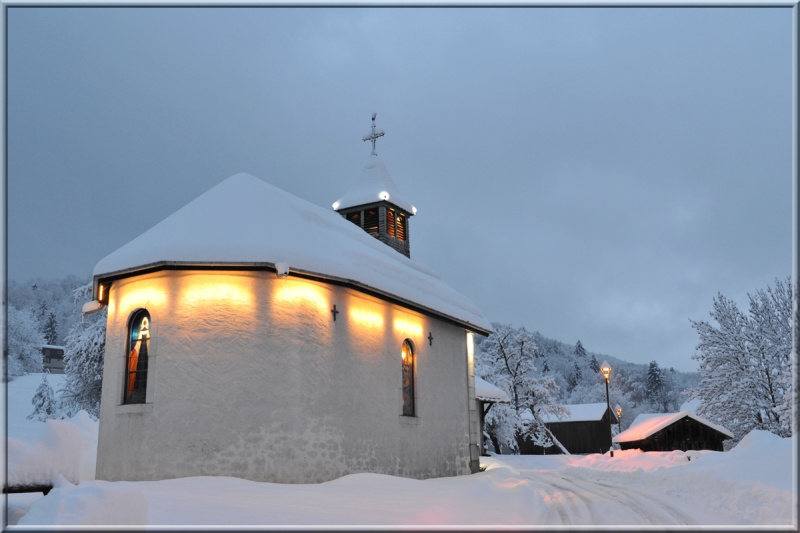 chapel in snowy surroundings (Morillon)