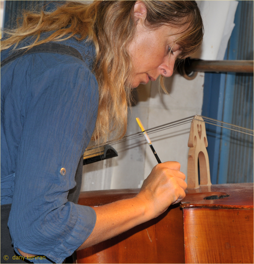 woman reparing a double bass