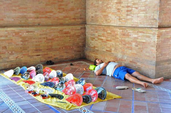 a fan salesman in Sevilla, Spain