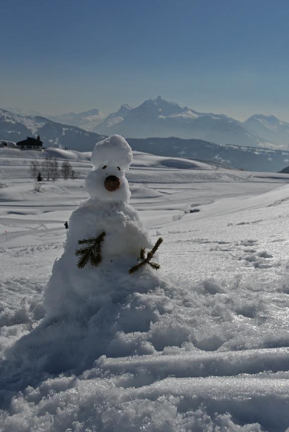 a snowman at col de Joux PLane (74, France)