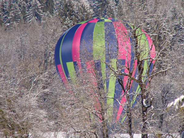 hot-air balloon doing a emergency landing