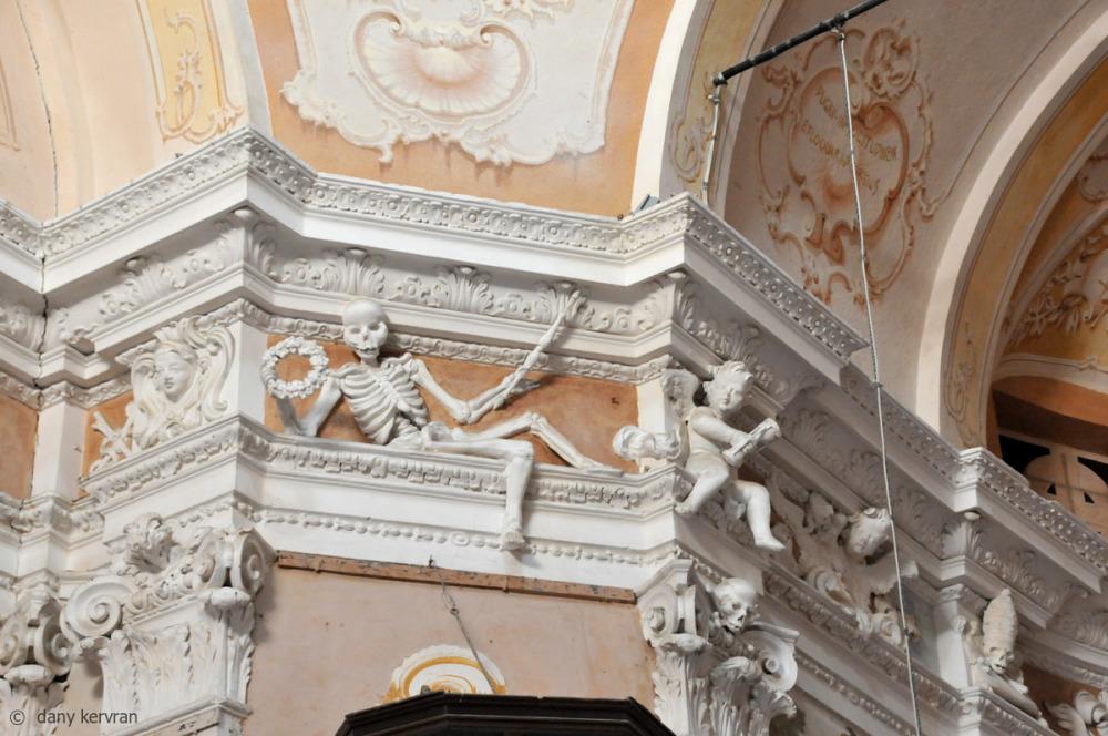 details inside a church