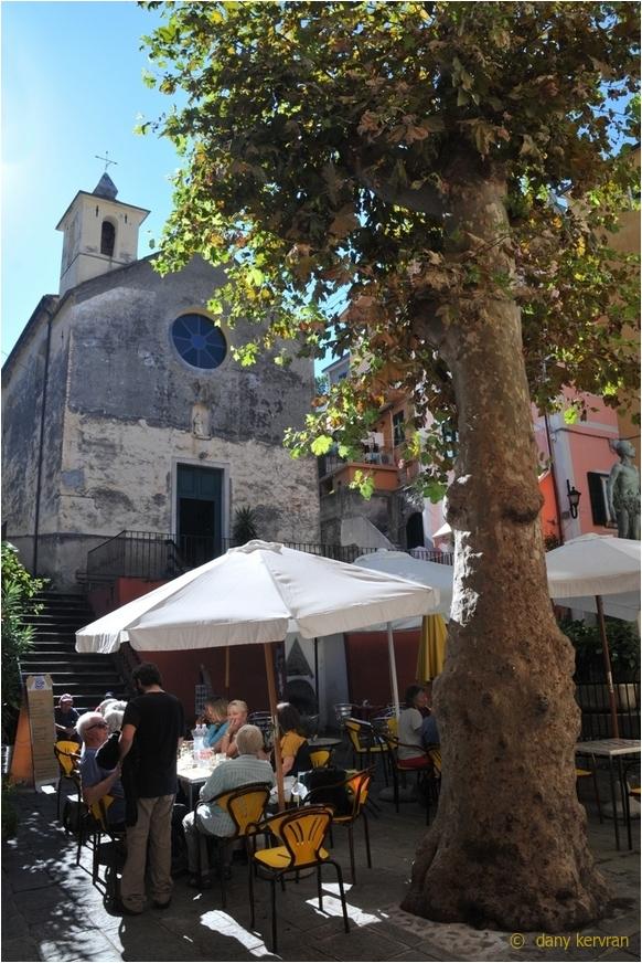 largo Taragio square in Corniglia