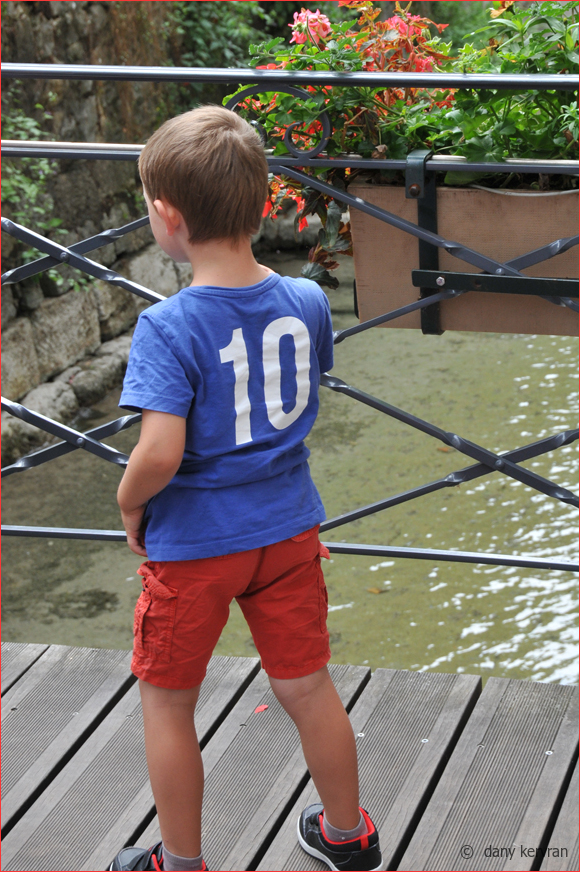 young boy with a n° 10 blue shirt