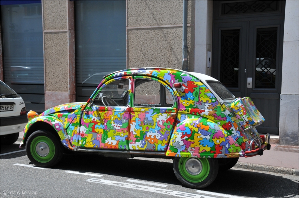 decorated French 2 CV in Cahors