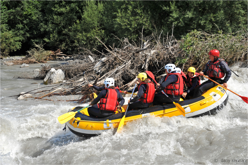 rafting on the torrent le Giffre