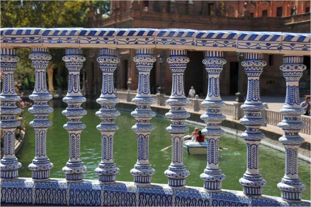 Spain Square, balusters in ceramic