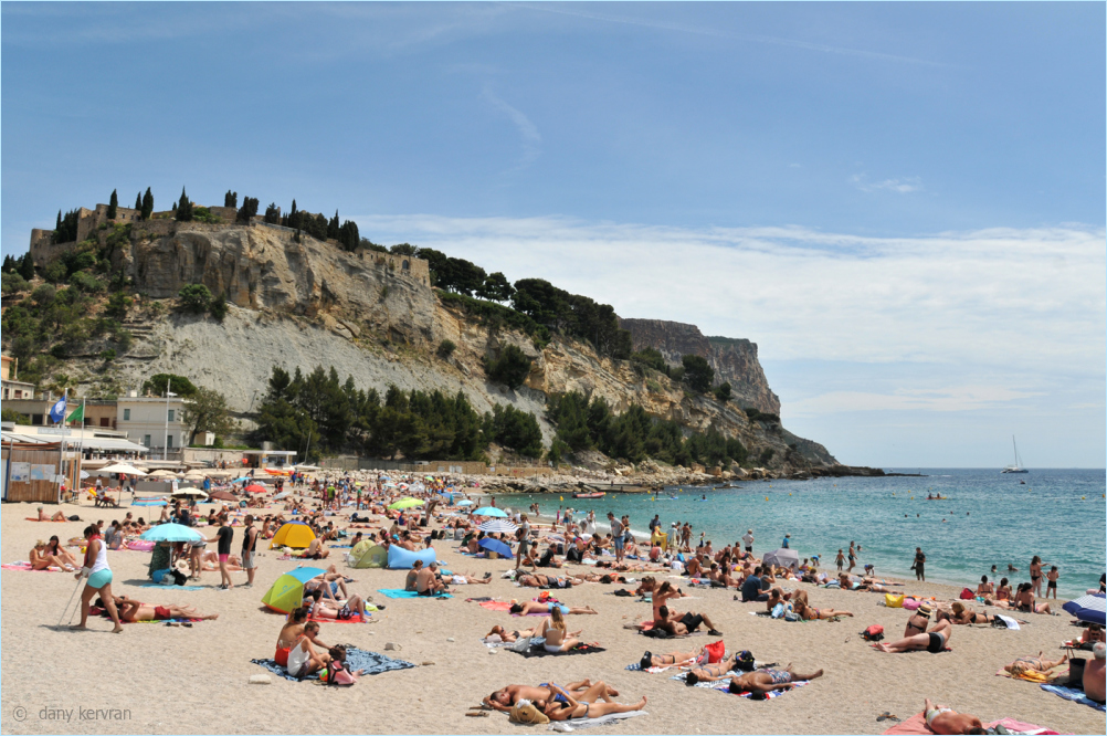 sandy beach in Cassis