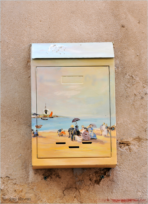 a decorated letter box in Cassis