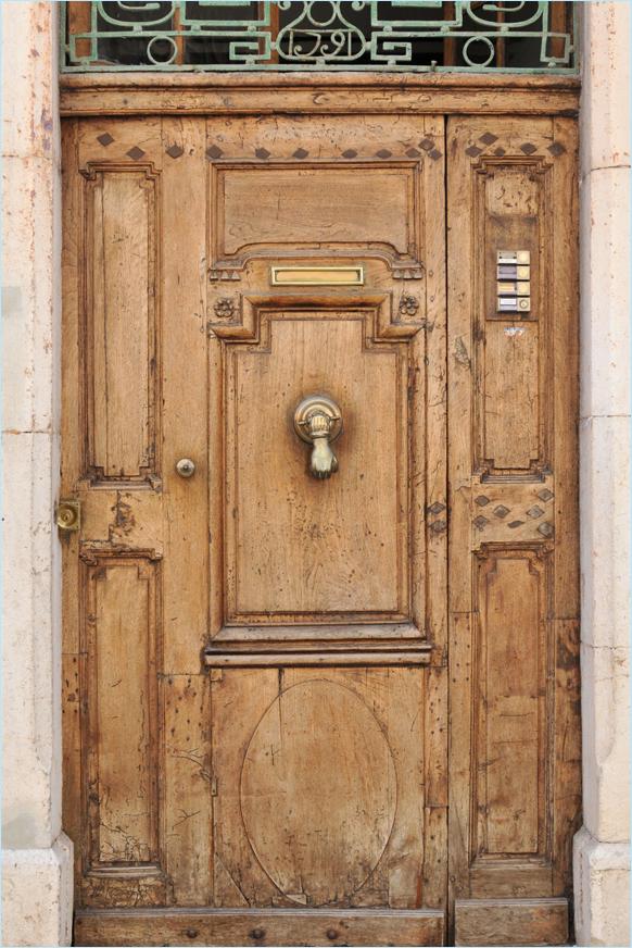 beautiful door in a street of Cassis