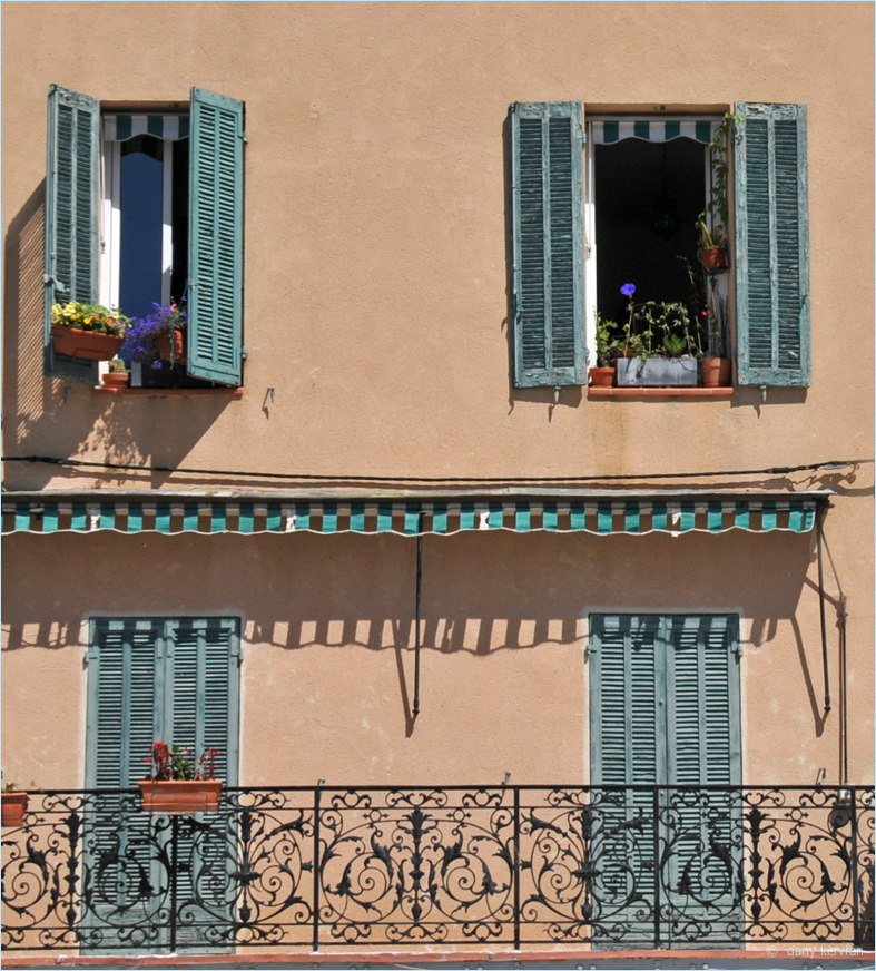 house with green shutters in Cassis