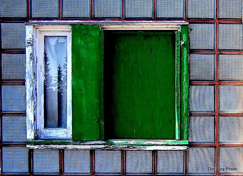 Eye's Wide Shut 2  (color)